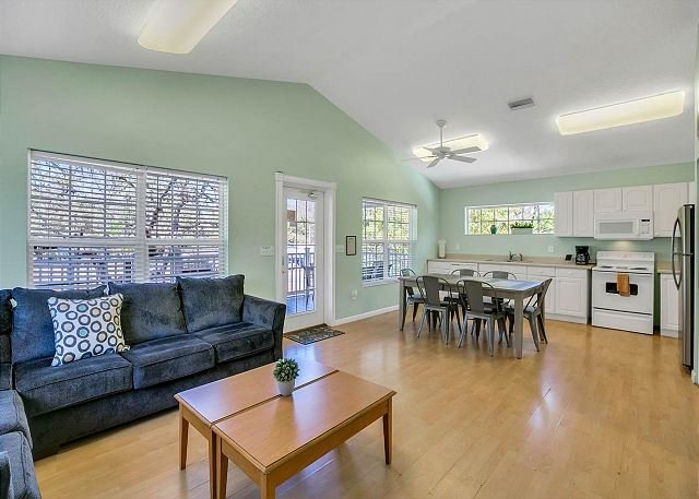 Luxe Side-by-Side Duplexes w/ 2 Heated Pools & Game Room - Near Beaches, alquiler de vacaciones en Tarpon Springs