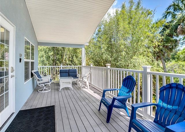 Airy Retreat w/ Private Garage & Heated Pool - 3 Blocks to Beach Park!, vacation rental in Tarpon Springs
