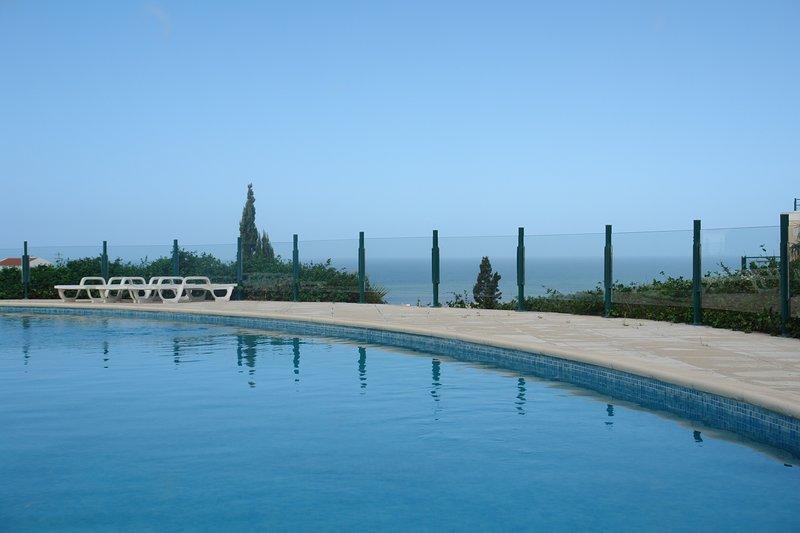Spacious apartment with shared pool, alquiler de vacaciones en Santo Isidoro