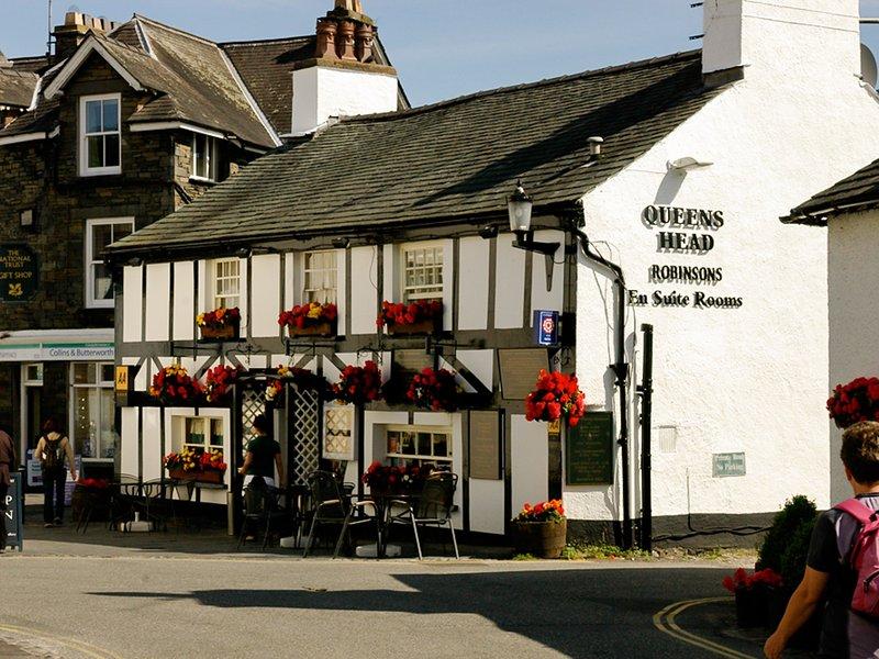 Wahl der lokalen Pubs im Dorf Hawkshead
