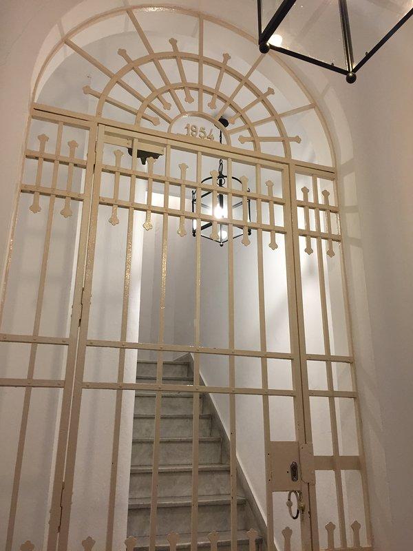 Entrance hall gate