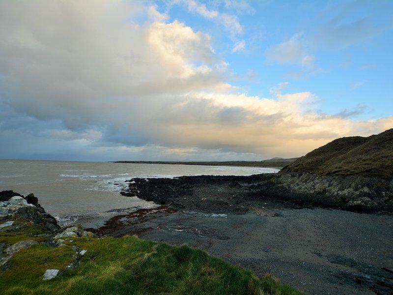 Embrace wonderful seascapes at Porth Colmon