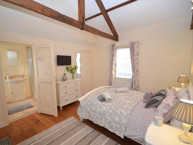Quarto principal com cama king-size e en-suite
