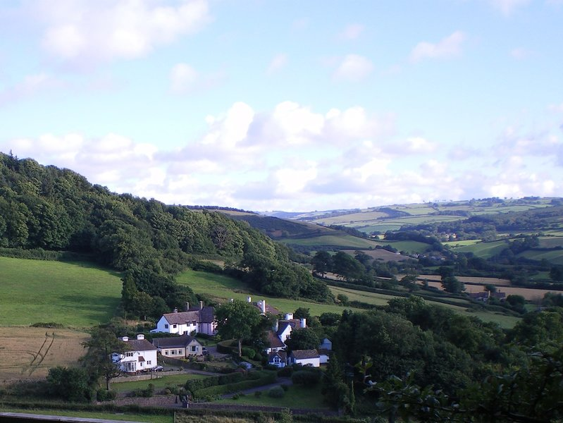 Une vue sur la propriété et la campagne environnante
