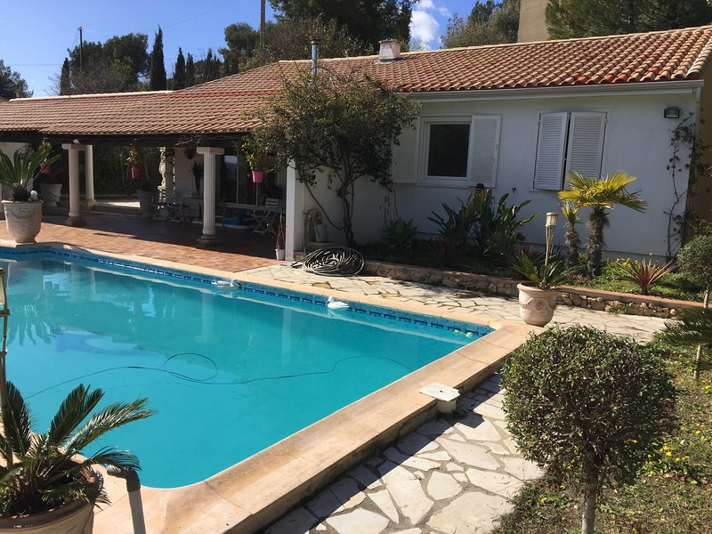 Amazing villa with swimming-pool, holiday rental in Evenos