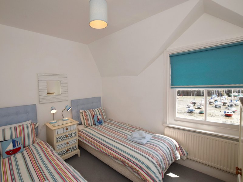 Twin bedroom with views over the harbour