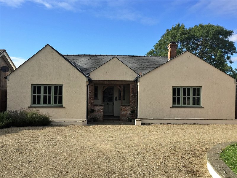 Beautiful detached cottage just a mile from a stunning sandy beach