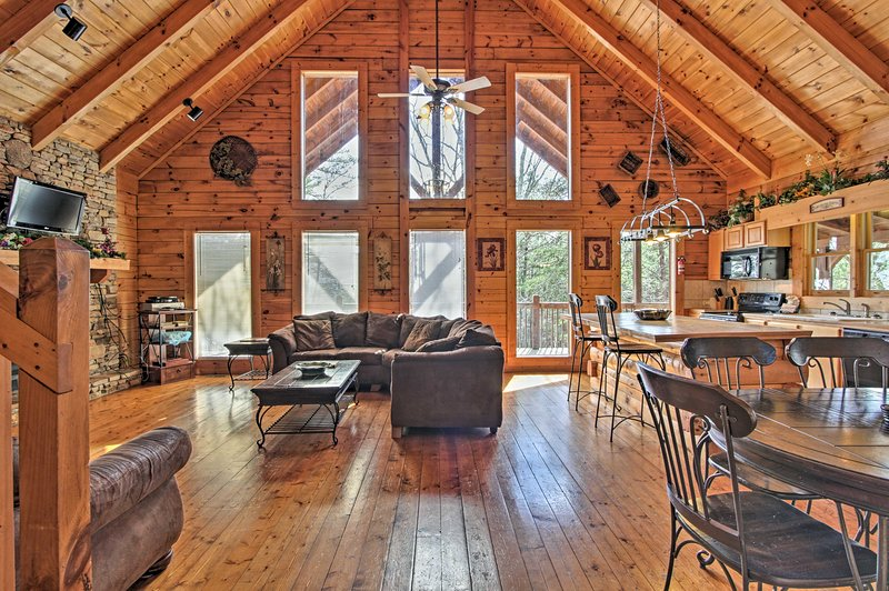 'A Night to Remember' vacation rental cabin invites 8 to the Pigeon Forge area.
