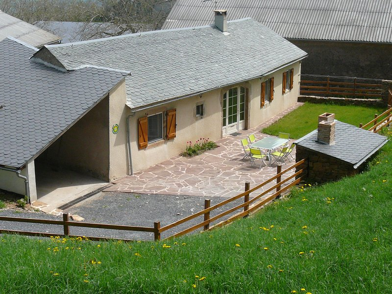 Mansion with mountain view, holiday rental in Saint-Sernin-sur-Rance