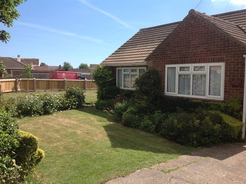 Comfortable fully equipped, 3 bedroom bungalow only 200 yards from beach large fully enclosed garden