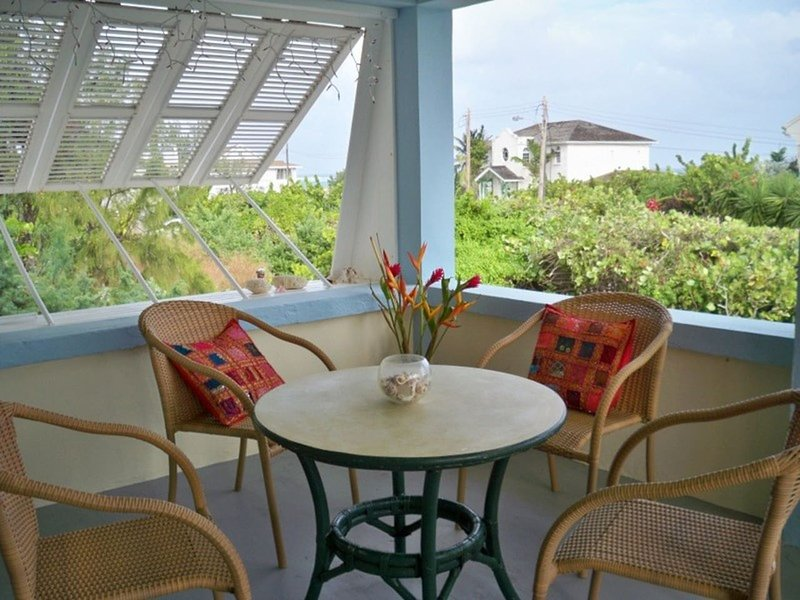 Seashells ocean view apt 2BR with A/C stay 7nts -10%, vacation rental in Merricks