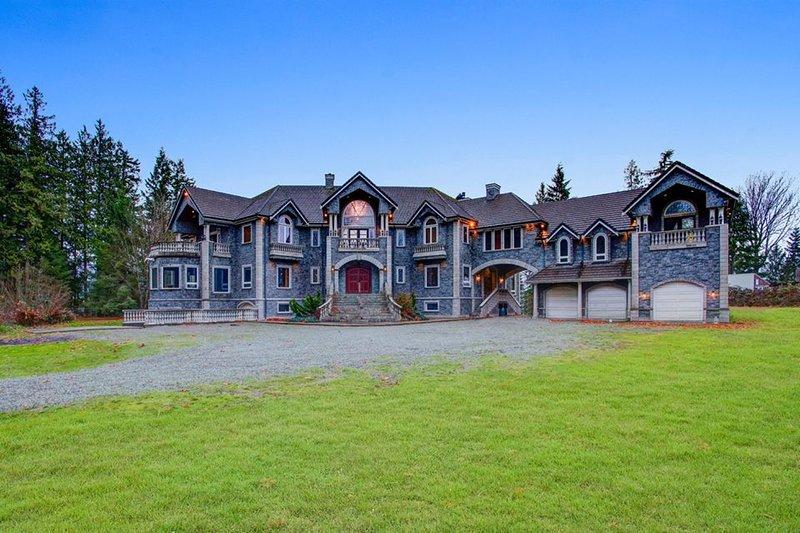 20,000+ sq ft LUXURY CASTLE, location de vacances à Lakewood  Snohomish County