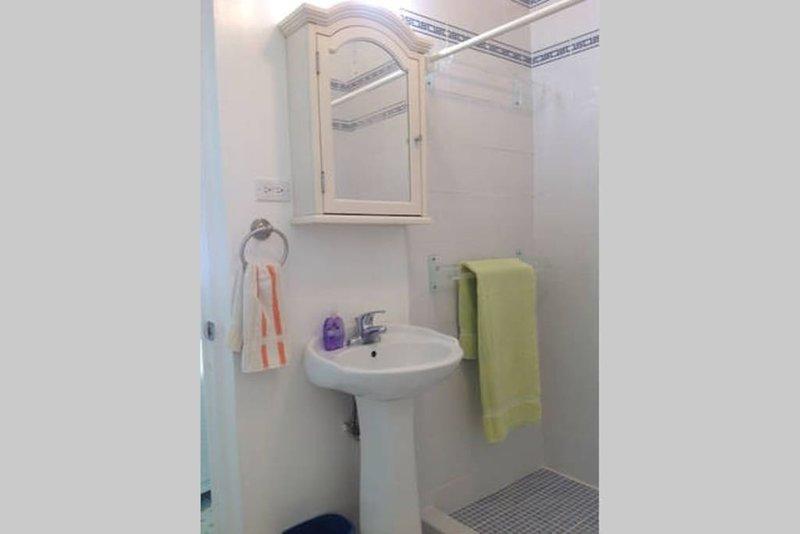Baño en la habitación 2 inferior apta