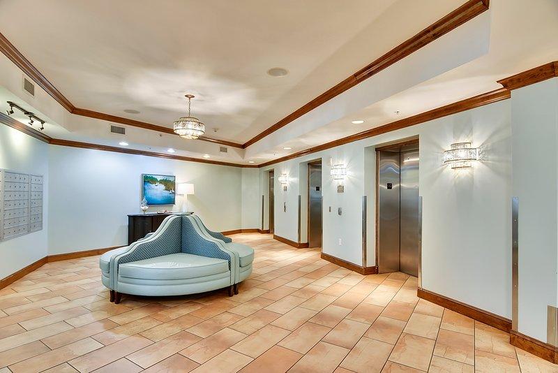 Grand Panama 1808-Elevator