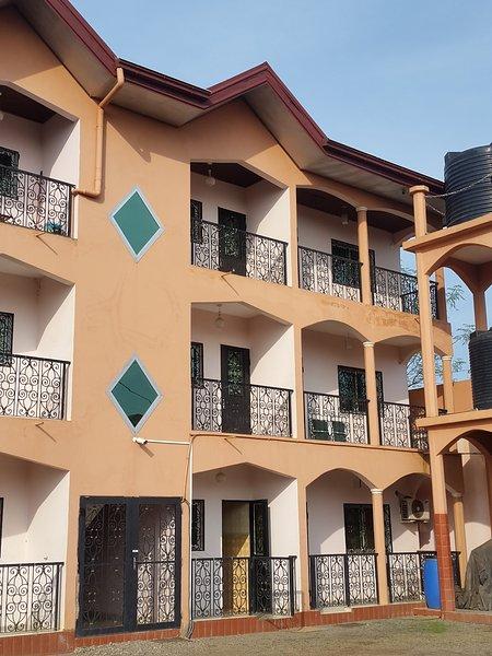 Résidence La Rosée, Appartements Meublés, vacation rental in Cameroon