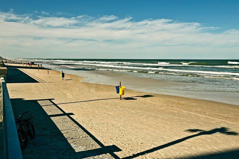 La arena dorada brillando a sólo unos pasos!