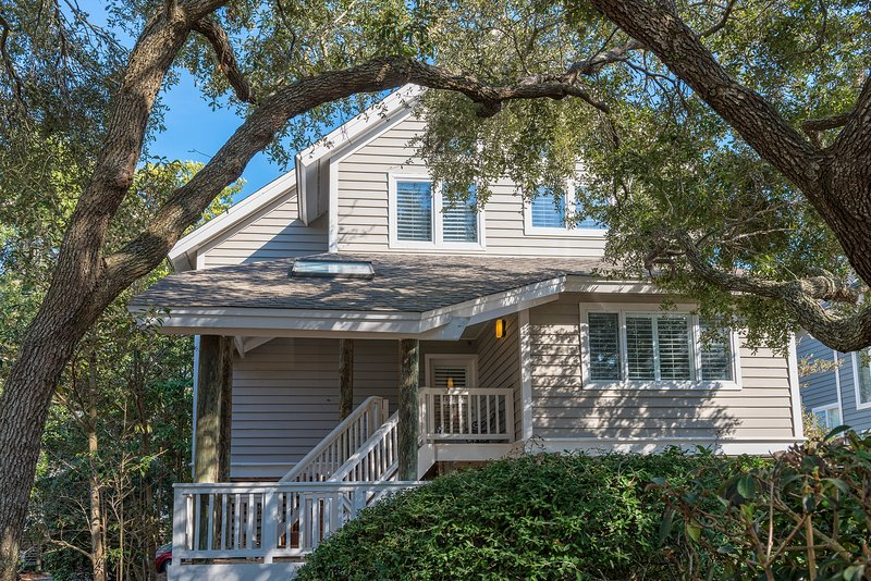 2250 North Beach (Rolling Dune Dr) is a great 4BR/3.5BA home with ocean views.