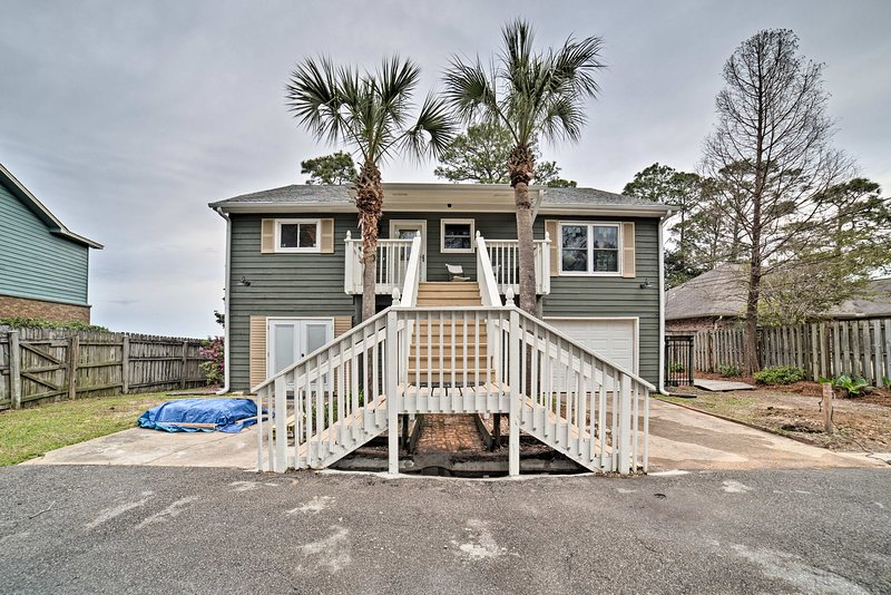 Waterfront Gulf Breeze Apt w/ Gas Grill & 2 Bikes!, holiday rental in Milton