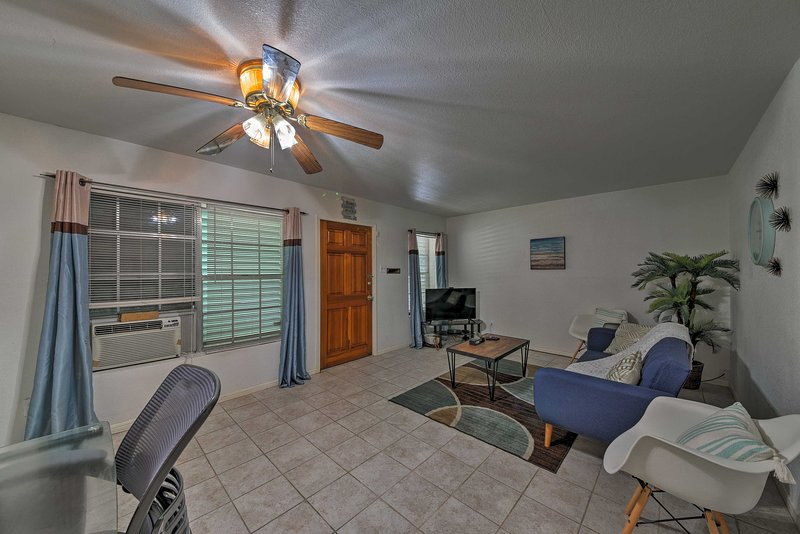 Enjoy a Galveston getaway at this vacation rental house that sleeps 7!