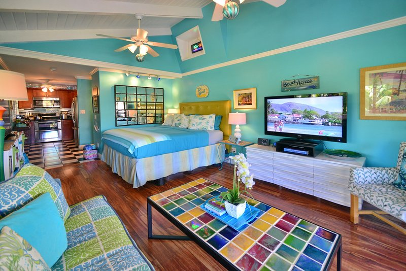 TRACY'S TROPICAL TREASURE #2 of 4 CORNER PENTHOUSE! Voted #1 Vacation Rental, holiday rental in Kihei