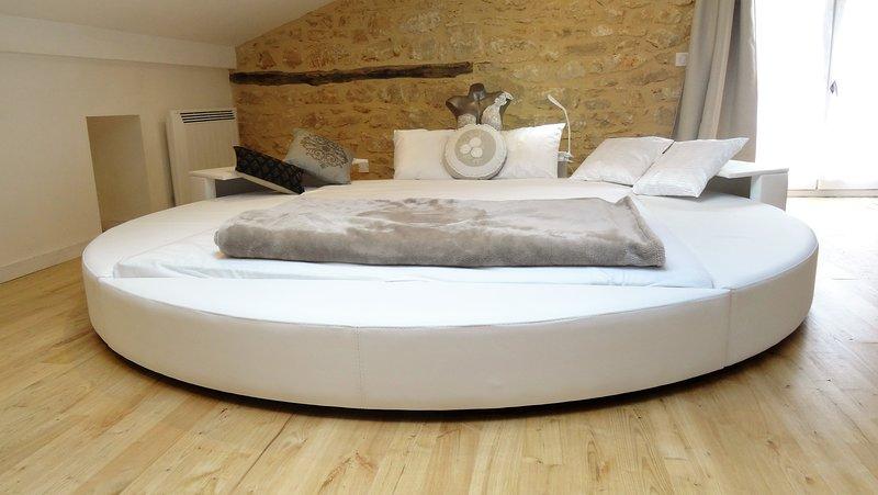 Au Pied du Château - 4 à 11 personnes (nettoyé et désinfecté avec soin), casa vacanza a Saint-Cybranet