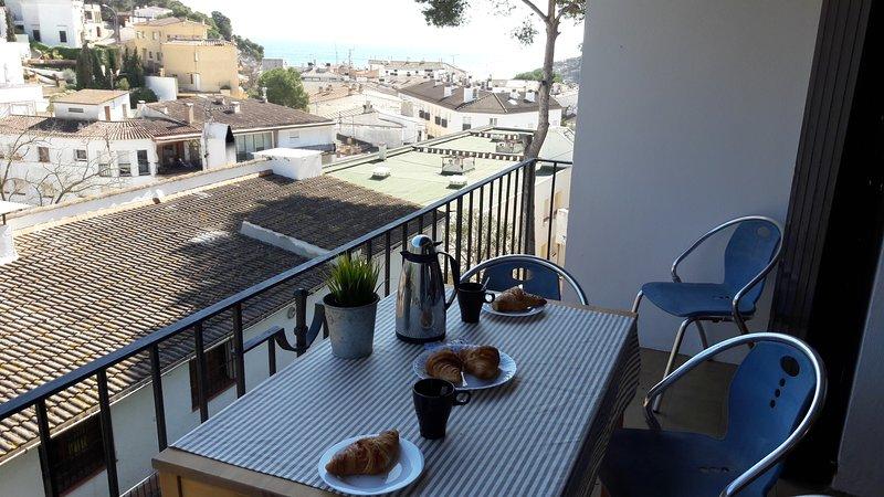 Apartamento en Tamariu estilo rustico con vistas a 150 m de la playa, aluguéis de temporada em Tamariu