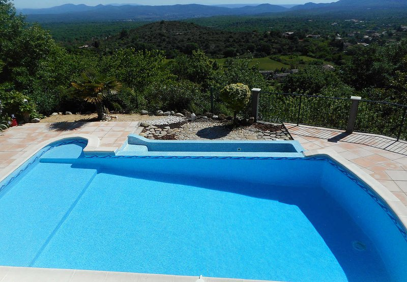Holiday villa in Courry, Cévennes, view, heated pool, pets admitted, holiday rental in Courry
