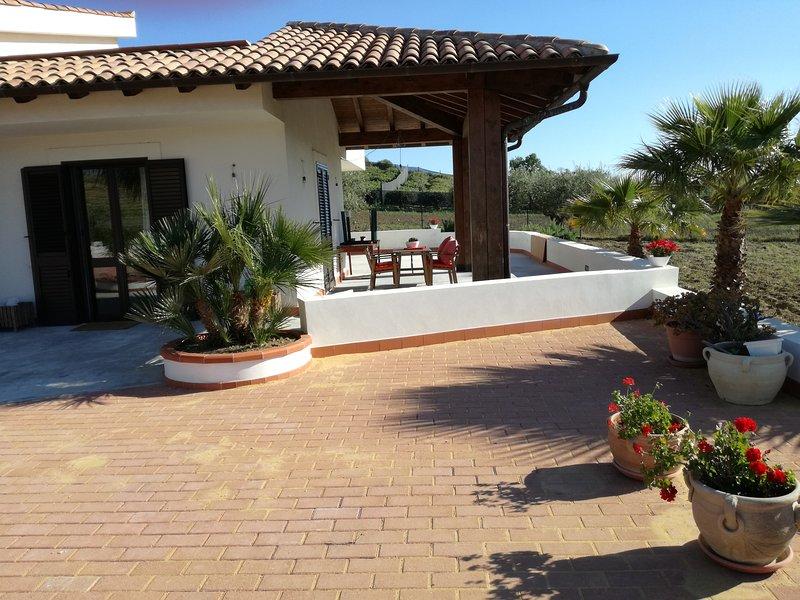 Villa Peppino- Soggiorno in Relax,  Appartamento Completo due camere con verande, vakantiewoning in Montallegro