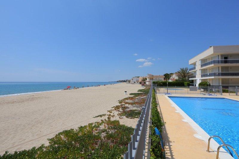 Apartamento vista a la piscina para 6 personas en Miami Playa(148729), holiday rental in Mont-roig del Camp