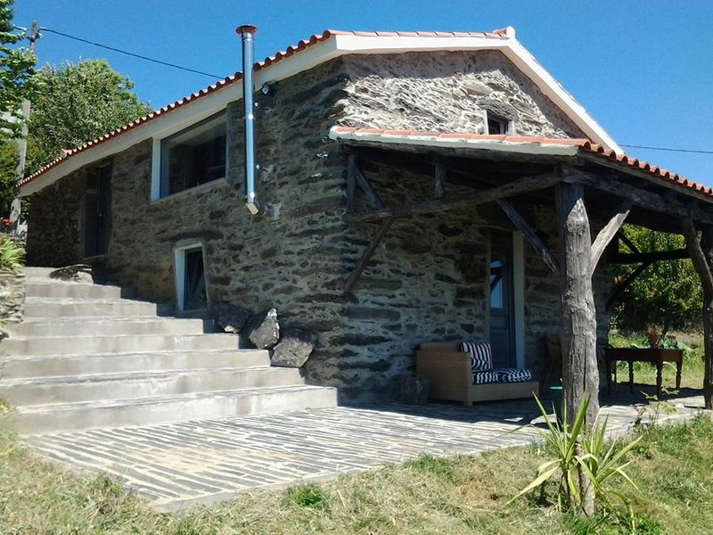 Spacious house with mountain view, location de vacances à Vila Real