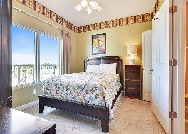 Segundo dormitorio con cama Queen