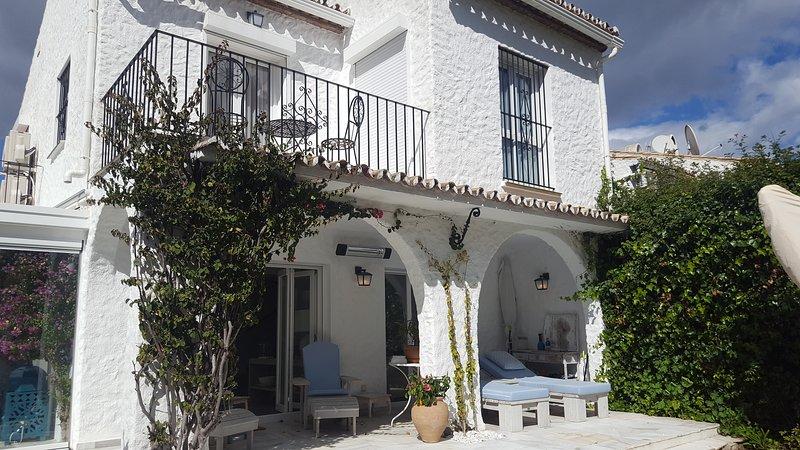 Luxury 3 bed villa in Benamara near the beach, vacation rental in Estepona