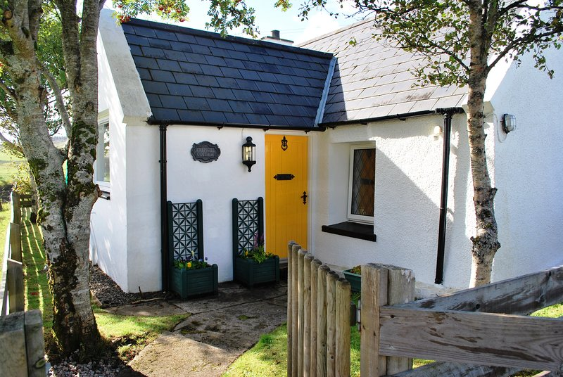 Crepigill Cottage at Skeabost Bridge, Skye, holiday rental in Treaslane