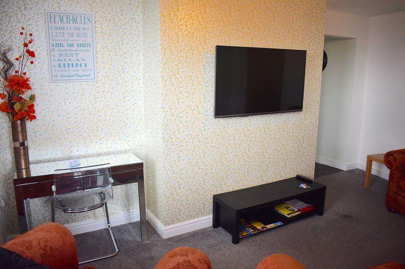 Disabled friendly, luxury 3 bedroom seaside apartment, vacation rental in Bridlington