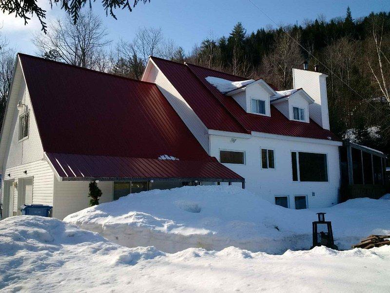 2700 sqft Lakefront Villa op een eigen meer minuten van het centrum van Ottawa / Edelweiss Valley Resort.