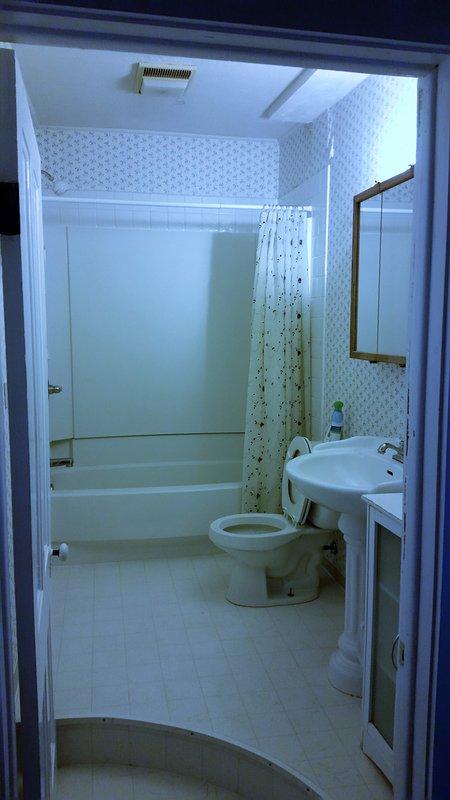 baño de tamaño completo