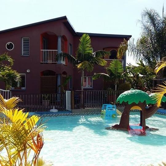 Beautiful apt with shared pool, vacation rental in Les Avirons
