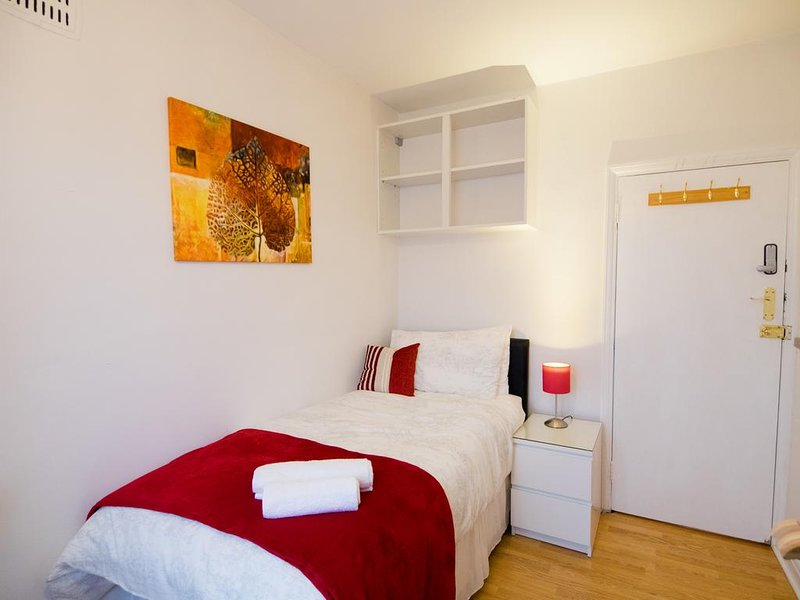 Single Room with Shared Shower #1, casa vacanza a Broxbourne