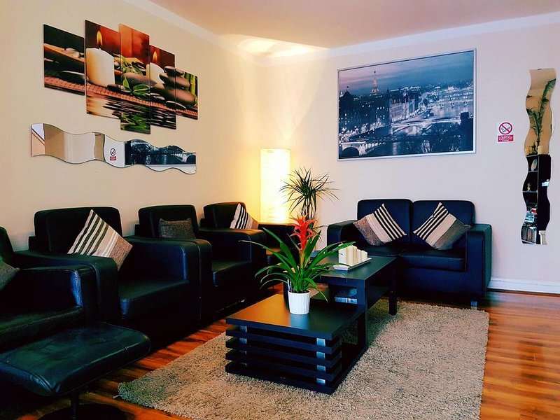 Deluxe Family Room #1, vacation rental in Loughton