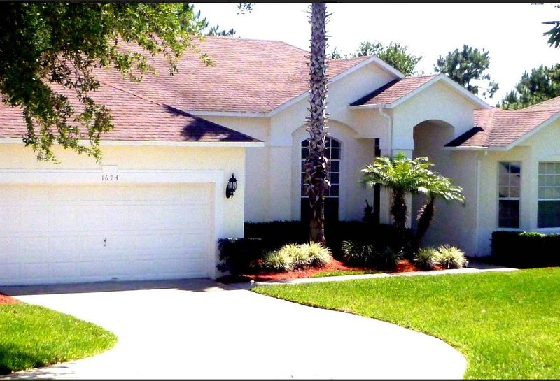 Large 4 bed home close to Disney World Orlando, alquiler vacacional en Lake Hamilton