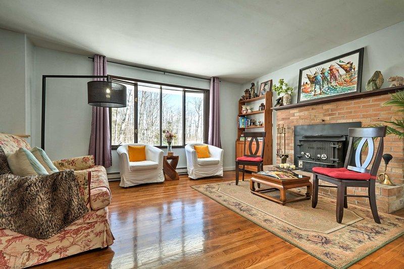 Modern Corner Lot Home Mins To Pocono Attractions!, vacation rental in Pocono Summit