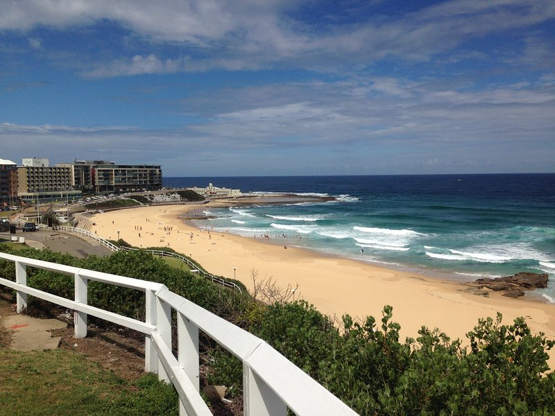 Fabulous apartment by-the-beach, Newcastle East, vacation rental in Newcastle