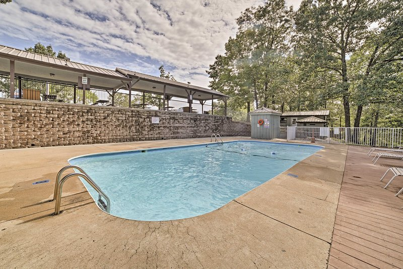 Enjoy an array of community amenities such as the pool!