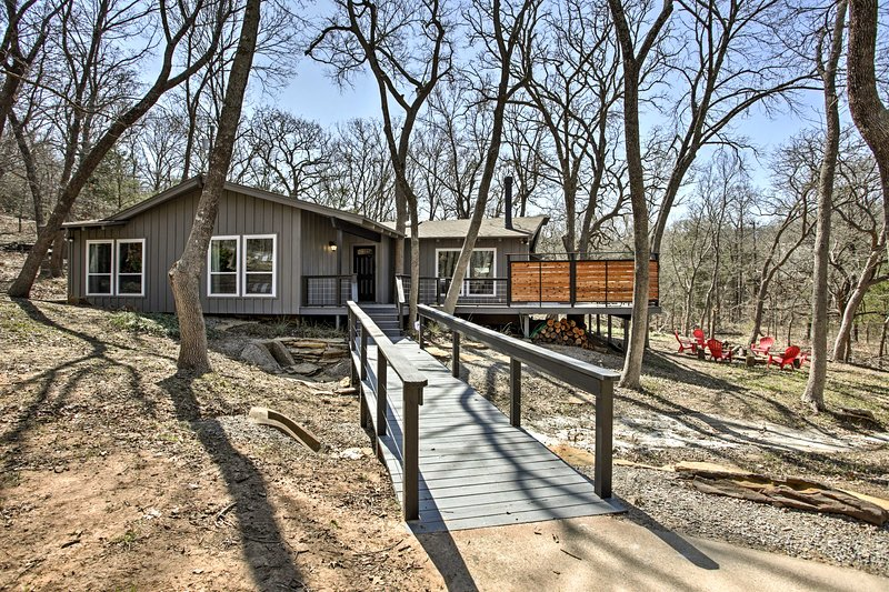 'Lakecrest Retreat' - ½ Mi to Lake Texoma Marina!, casa vacanza a Denison