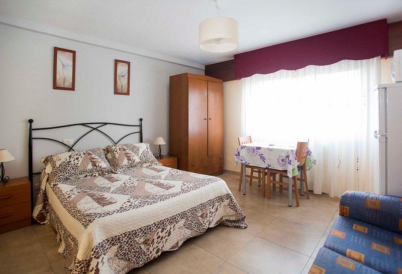 Estudio con wifi en Bueu (Casco Urbano), holiday rental in Castrelo