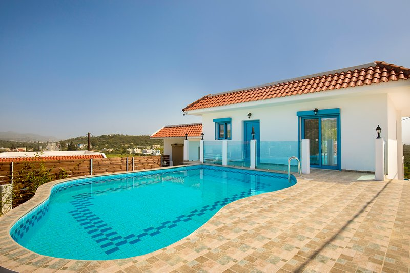 Kolymbia Dreams Suite with Private Pool and Mountain View, holiday rental in Kolympia