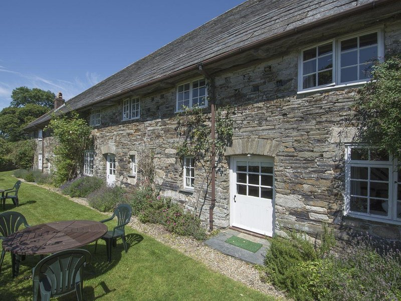 TOM, welcoming converted barn in 30 acres of beautiful shared grounds close to, holiday rental in Blisland
