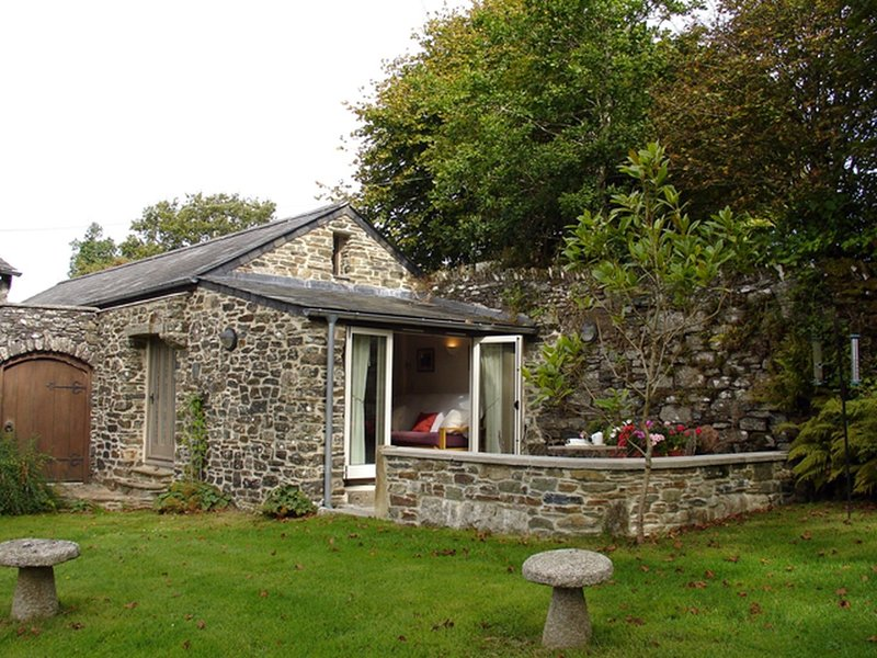 BURHAM BARN, single storey cottage in 25 acres of grounds. Yelverton 1.5 miles., holiday rental in Milton Combe