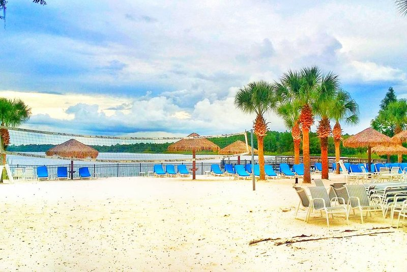 My place is located on the Ground Floor of Bahama Bay Resort (There are no Elevators). Close to Walt Disney World, LEGOLAND, Universal, Theme Parks, Restaurants and Dining, Parks, Art and Culture, , Great views, and Many Entertainment/Attraction Faci...