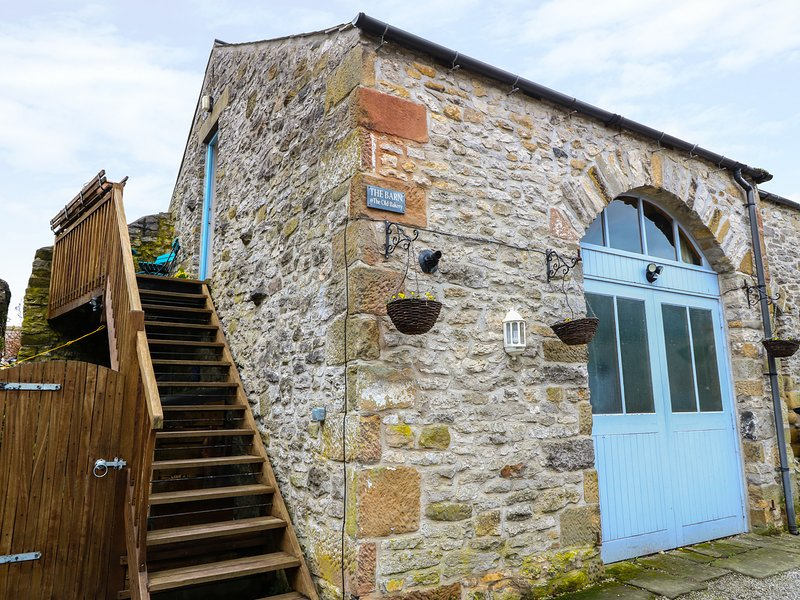 THE OLD BAKERY BARN, barn conversion, open-plan, centre of Youlgreave, Ref, holiday rental in Youlgreave